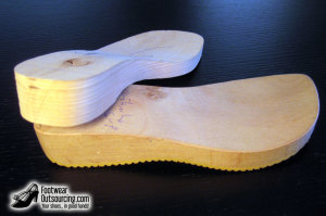 wooden_clogs_1